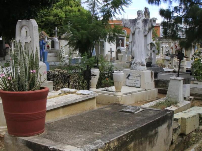 Panteones podrían recibir visitantes este año