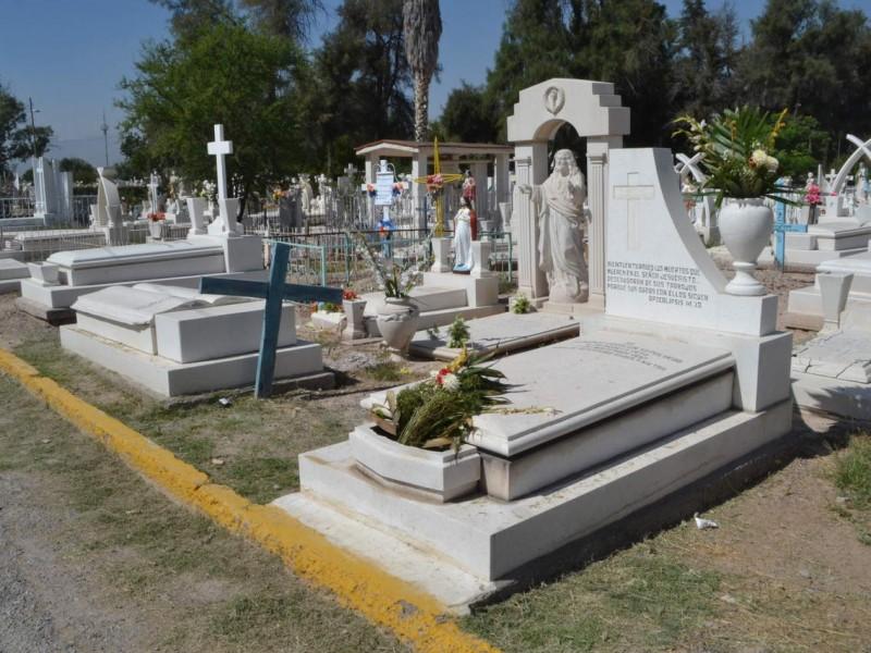 Panteones saturados por muertes de covid