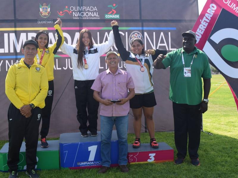 Paola Bueno batió récord de lanzamiento de martillo