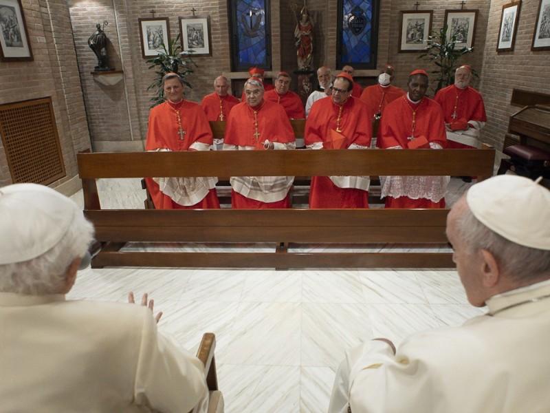 Papa Francisco advierte a nuevos cardenales peligro de la corrupción