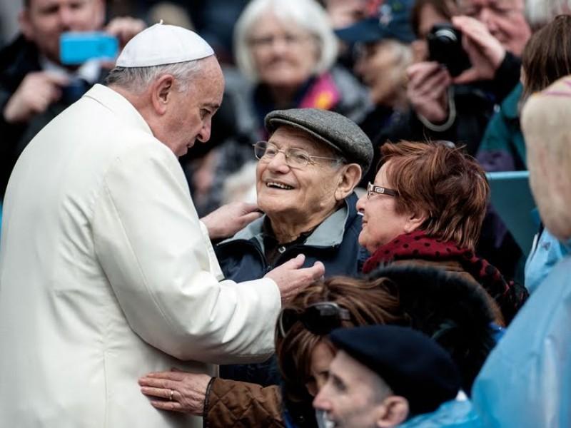 Papa Francisco anuncia día mundial de los abuelos