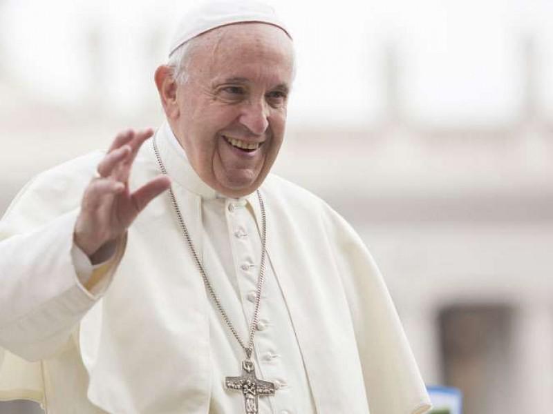 Papa hace donación para apoyar a migrantes