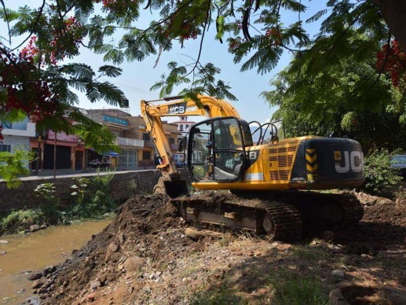 Para disminuir riesgos por lluvias, limpian drenes en Jacona