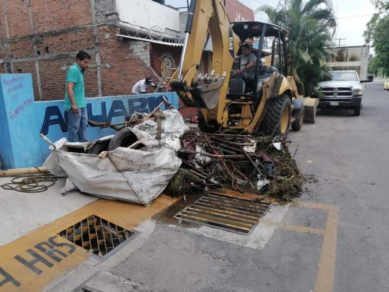 Para evitar inundaciones, realizan limpieza del río El Manrique