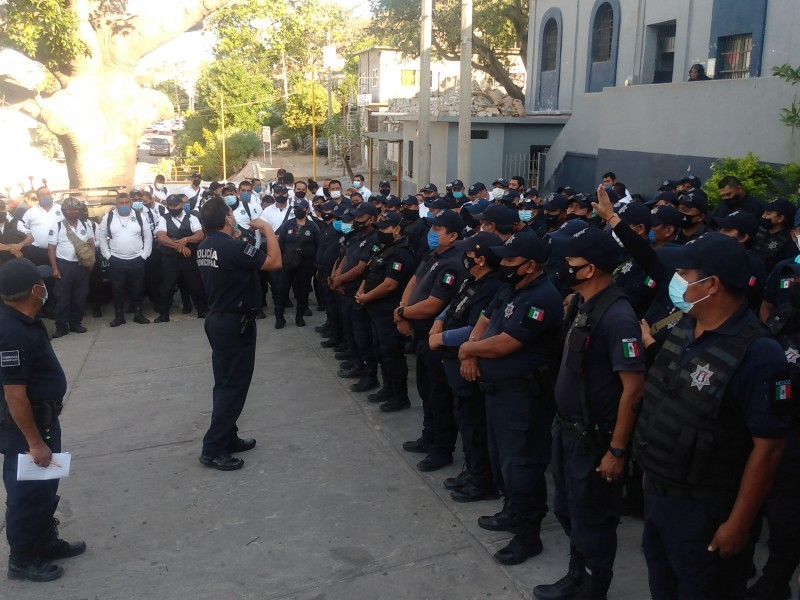 Paralizan seguridad pública, exigen cumplimiento de prestaciones en Salina Cruz