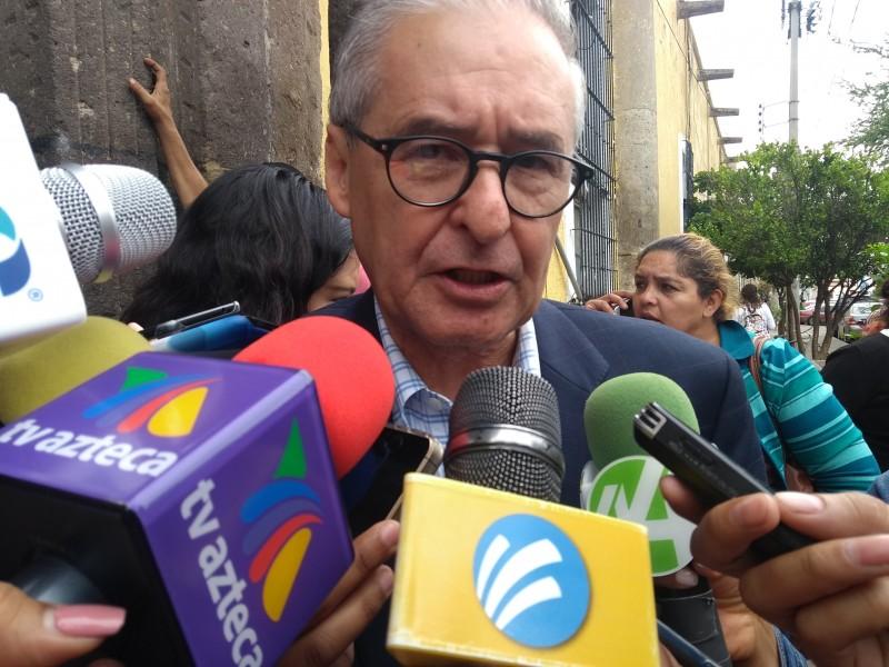 Parlamento de colonias unos vivales:Enrique Ibarra