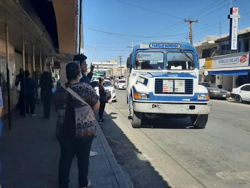 Paro de transporte público por Covid afectó a trabajadores laguneros