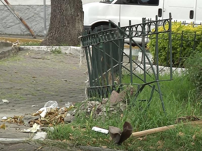 Parque descuidado en col. Buenos Aires