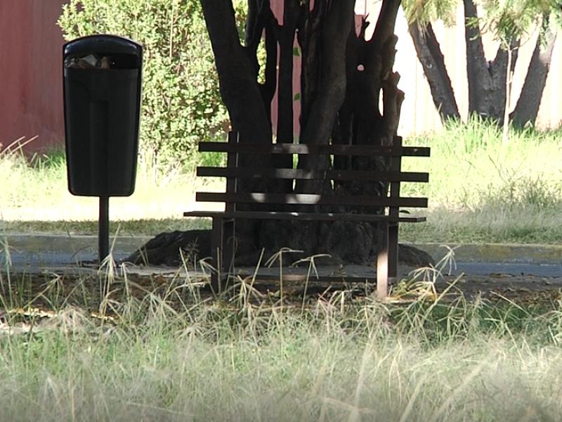 Parques descuidados en Jardines de San Manuel