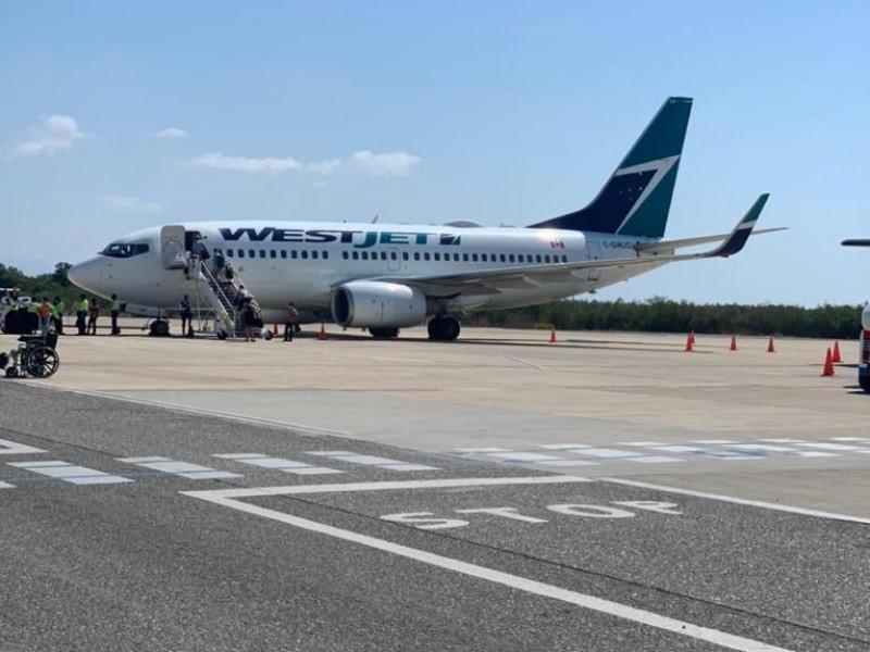 Parte de Ixtapa-Zihuatanejo el último vuelo hacia Canadá
