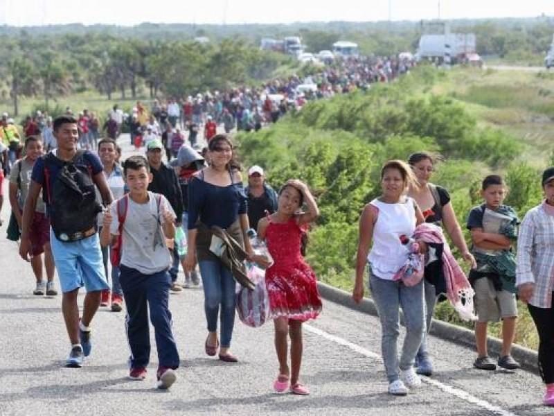 Parte de la caravana migrante avanza hacia Puebla