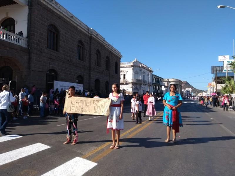 Participa Etnia Yaqui en Desfile