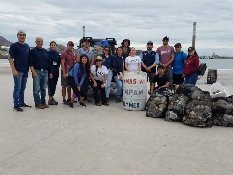 Participa IMPAM en limpieza de Malecón Turístico