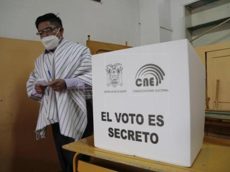 Participación del 45% en elecciones presidenciales de Ecuador