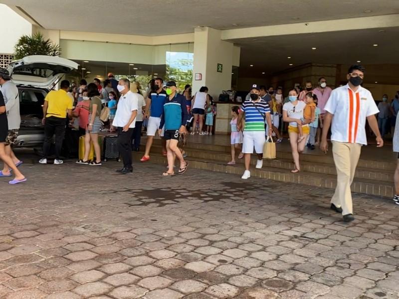 Participación ordenada de turistas en macro simulacro nacional 2021