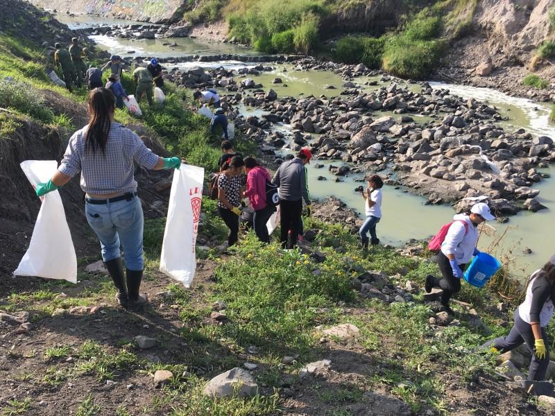 Participan ciudadanos en limpieza del Río Querétaro
