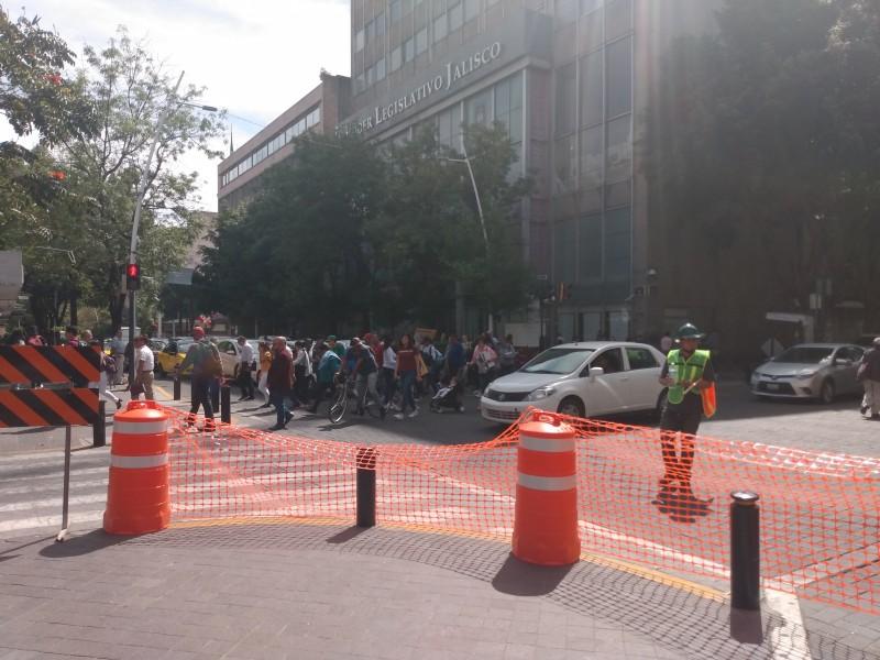 Peatones afectados con reducción de carriles en Juárez