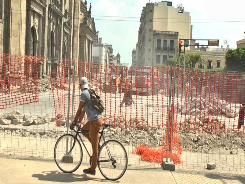 Peatones y automovilistas padecen obras de Paseo Alcalde