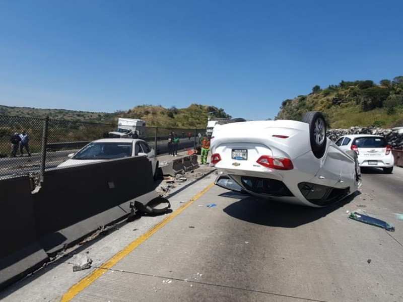 Pedro Carrizales, El Mijis, sufre accidente en la México-Querétaro