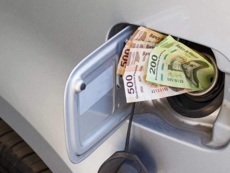 Pega a jaliscienses aumento sostenido del precio de la gasolina