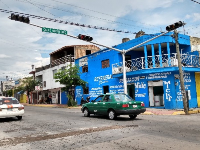 Peligroso cruce peatonal en Av Victoria y Querétaro