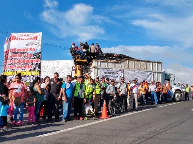 Pepenadores y chatarreros bloquean entrada a Tepic