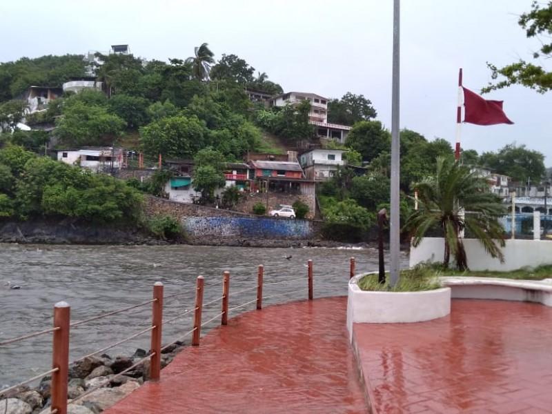 Permanece cerrado puerto a la navegación en Zihuatanejo