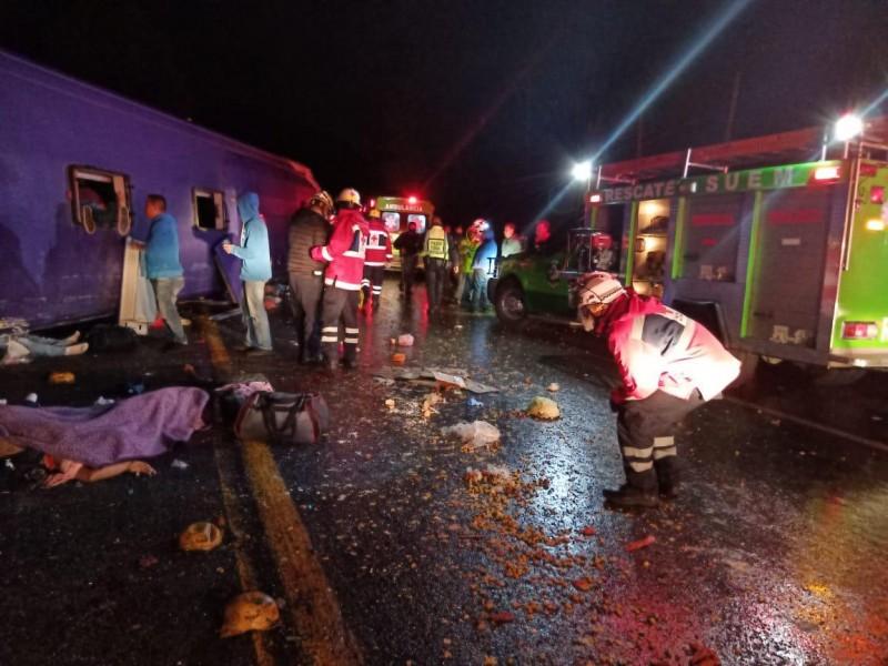 Permanecen cinco menores hospitalizados por accidente en la Mexico-Toluca