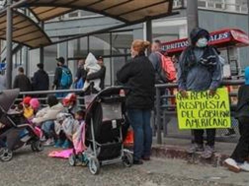 Pernoctan migrantes en cruce fronterizo entre México y EE.UU