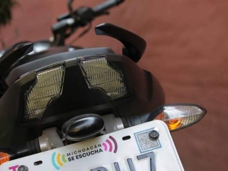 Persiste desabasto de placas para motocicletas en Zamora