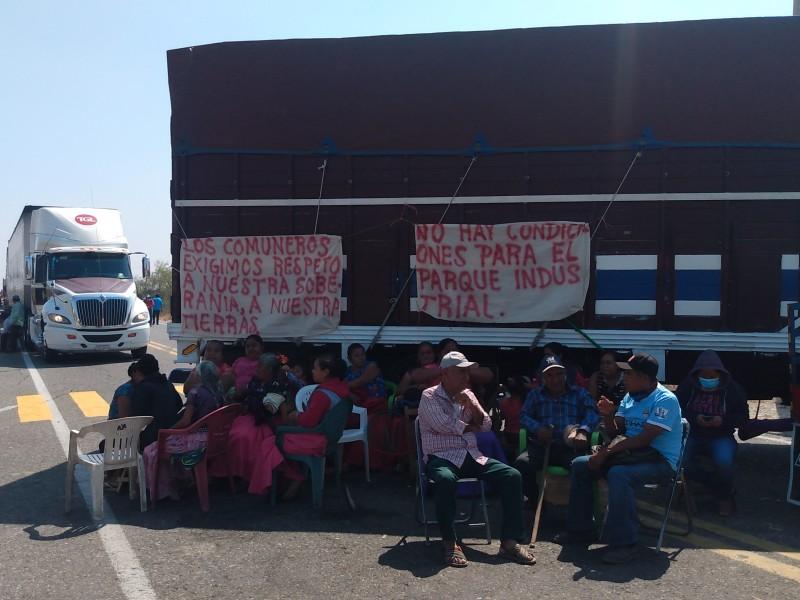Persiste inconformidad por parque industrial en Puente Madera, bloquean carretera