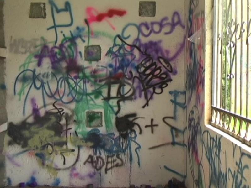Persiste vandalismo en panteón