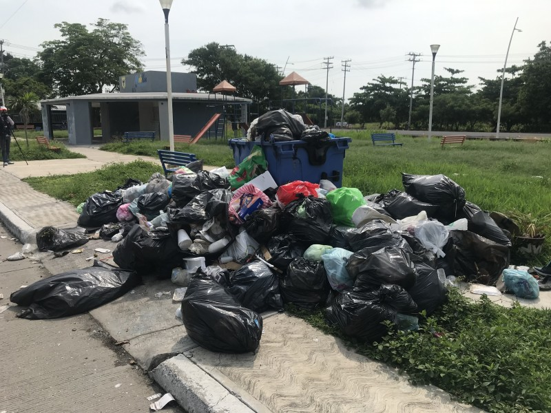 Persisten el montón de basura en calles de Medellín