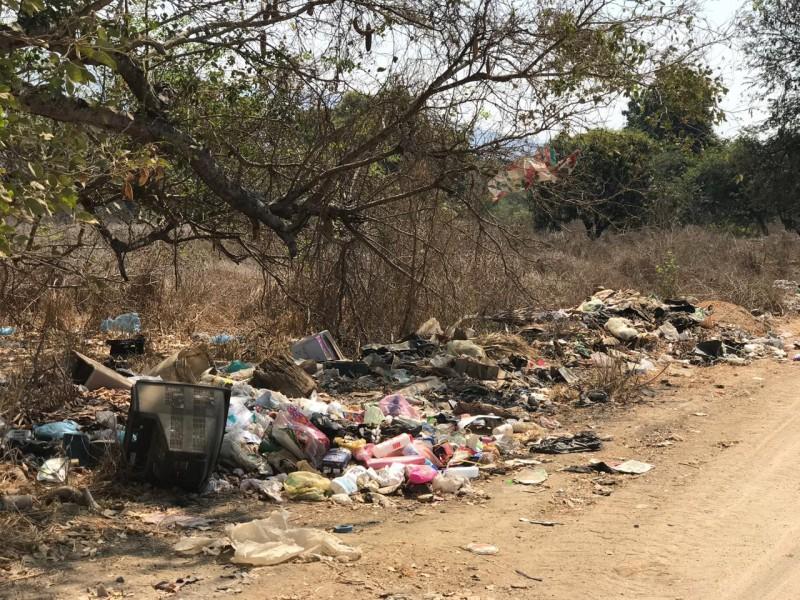 Persisten quejas por basureros clandestinos en Las Pozas