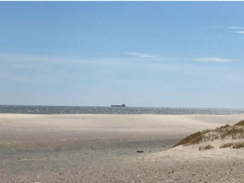 Persisten restos de hidrocarburo en Playa Azul, piden intervención deSEMAR