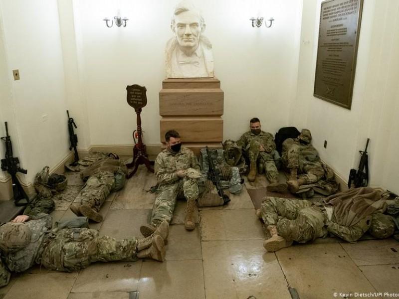 Personal armado de la Guardia Nacional custodia el Capitolio