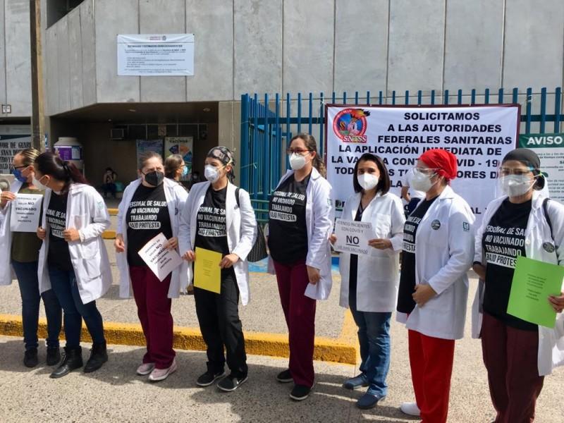 Personal de la clínica #37 pide ser vacunado contra covid