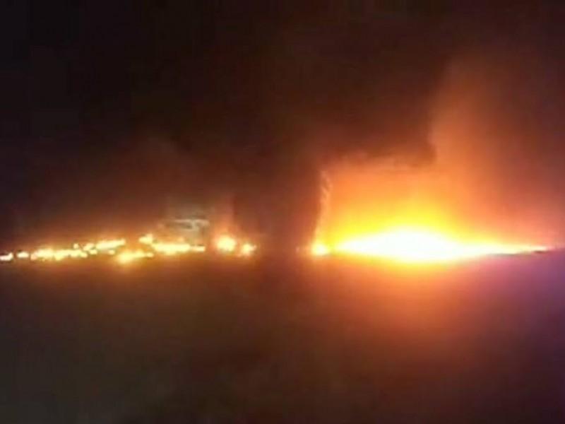 Personal de PEMEX atiende incendio en toma clandestina