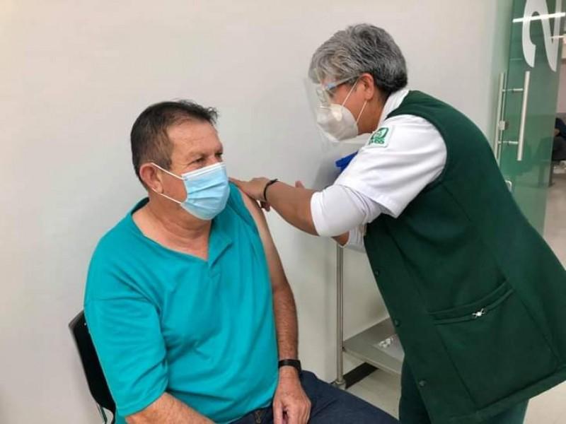 Personal de primera línea completó esquema de vacunación contra COVID-19