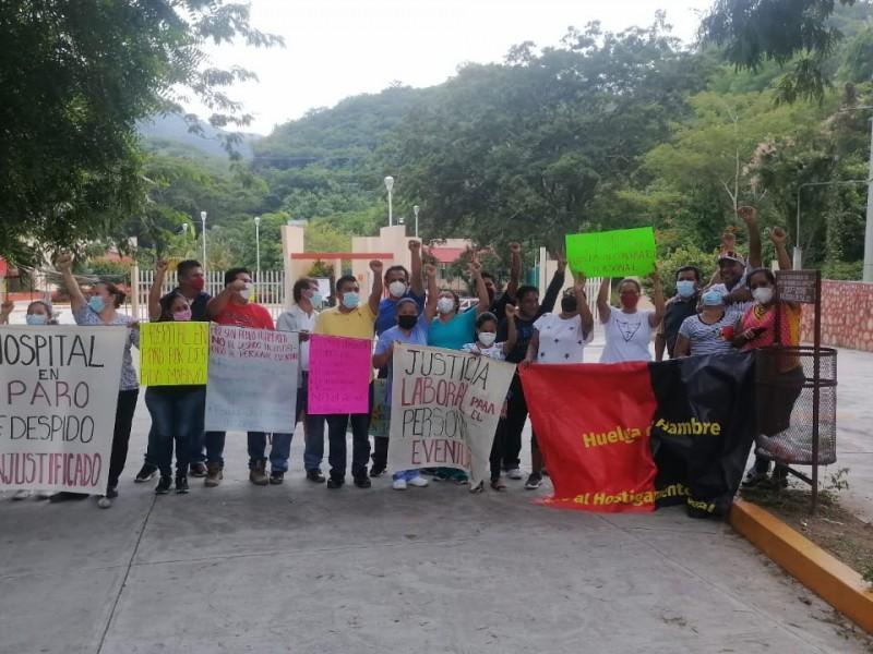 Personal de salud organiza bloqueo en carretera costera; Huamelula