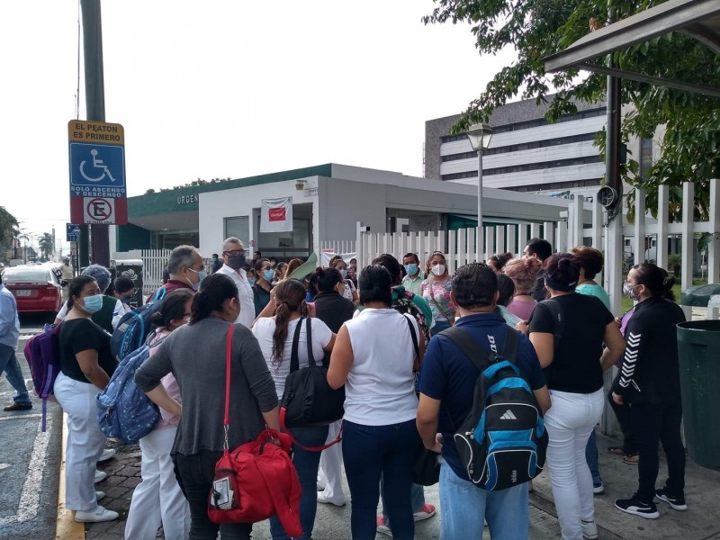 Personal de salud protesta por falta de insumos, en Orizaba