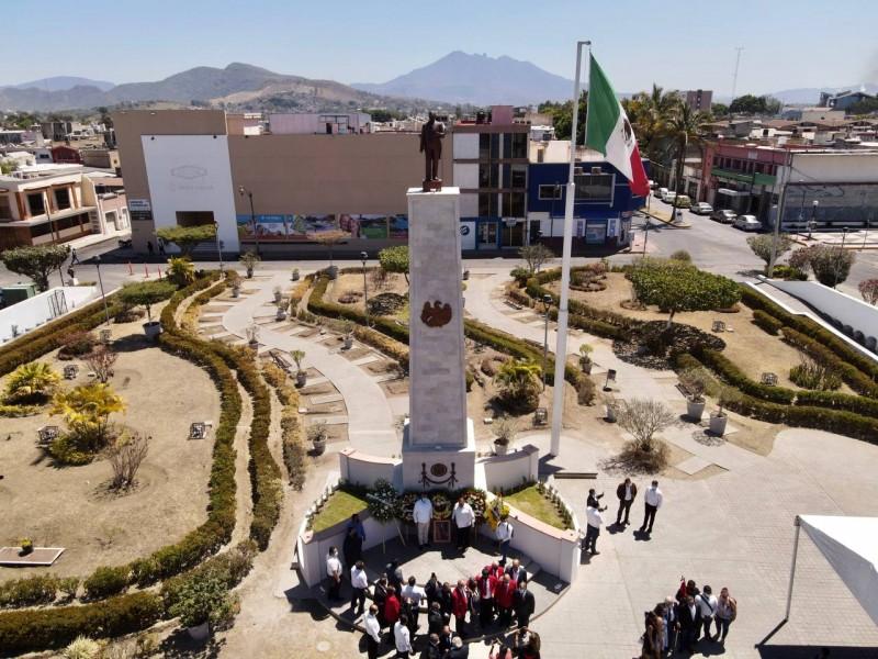 Personal SETUAN se manifiesta durante develación de monumento a Juárez