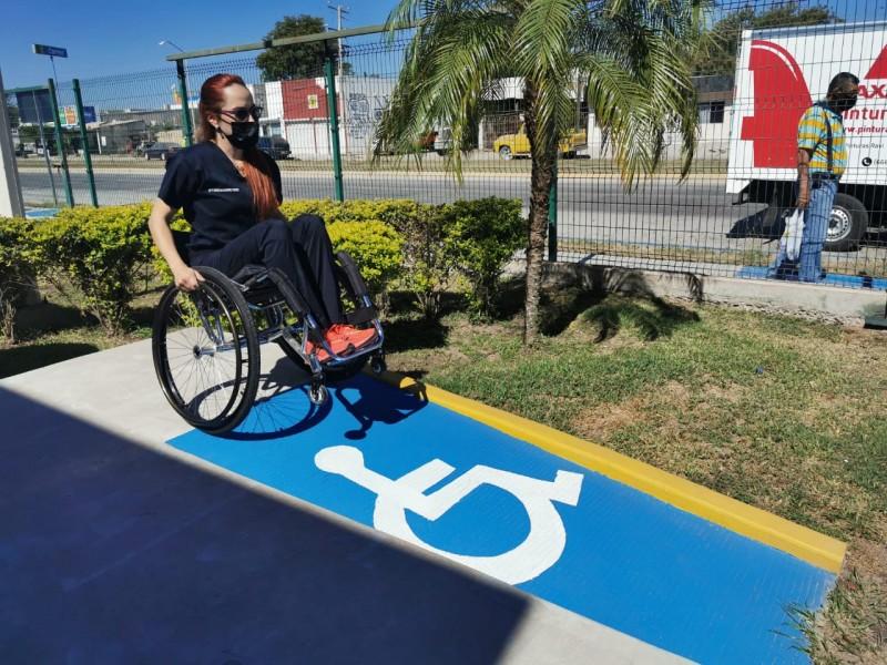 Personas con discapacidad aprenden a desplazarse en zonas poco inclusivas