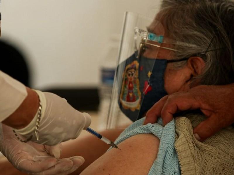 Personas de 60 y 50+ todavía pueden recibir vacuna COVID