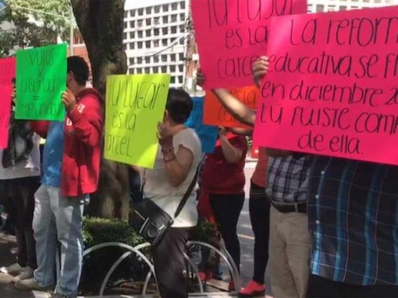 Personas protestan contra Elba Esther Gordillo