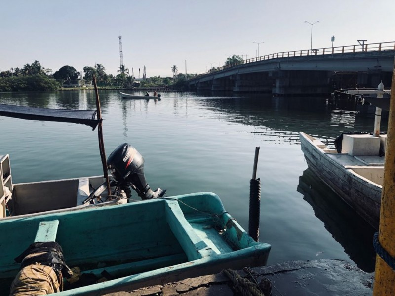 Pescadores amenazados por la ley