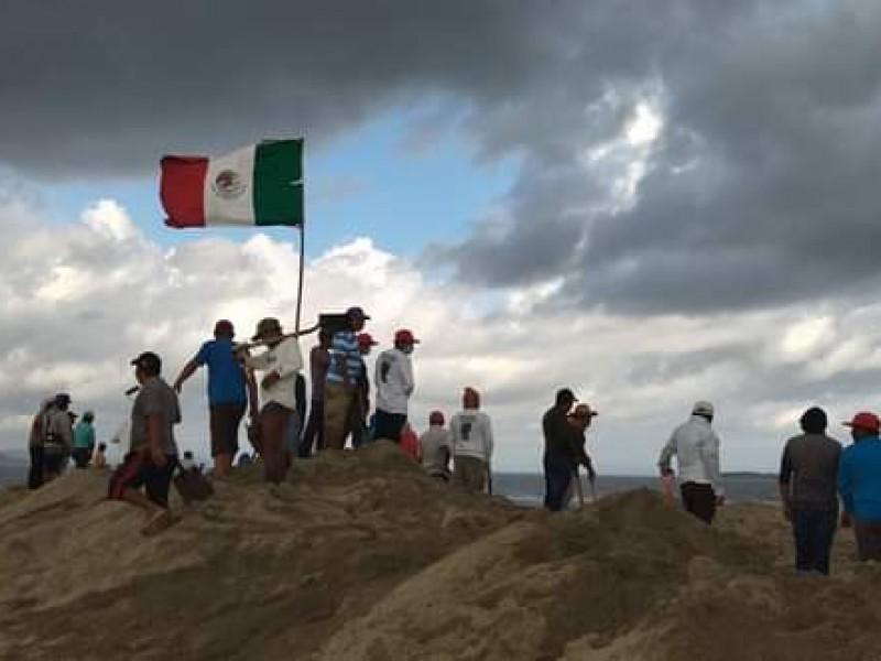 Pescadores ikots y zapotecas intentan abrir Boca Barra sin lograrlo