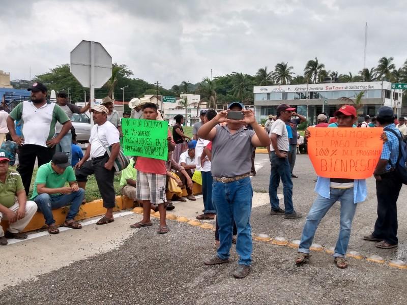 Pescadores realizan marcha en exigencia de programa federal