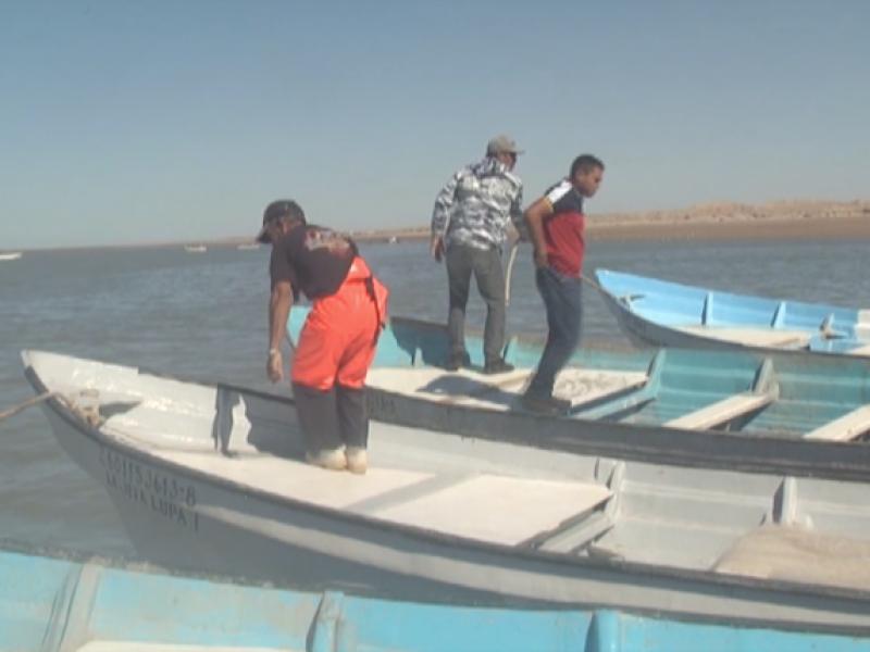 Pescadores rechazan apoyo y entran al mar