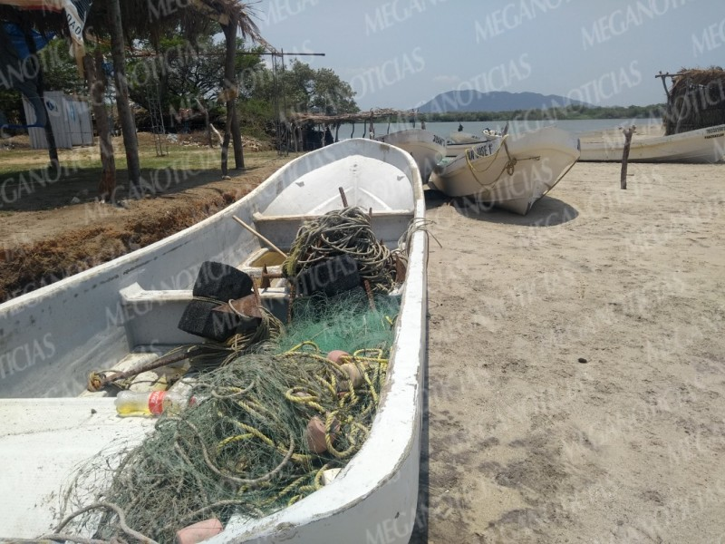 Pescadores sin trabajo por mar de fondo